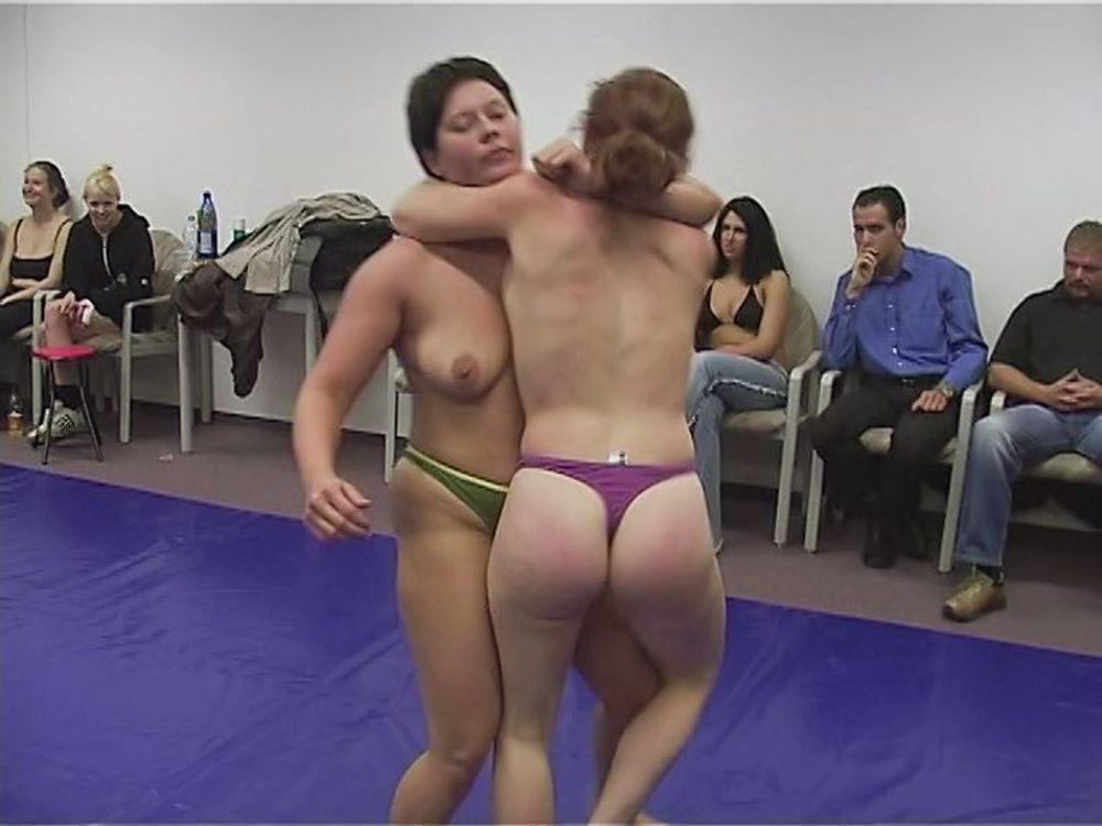 Naked female wrestlng